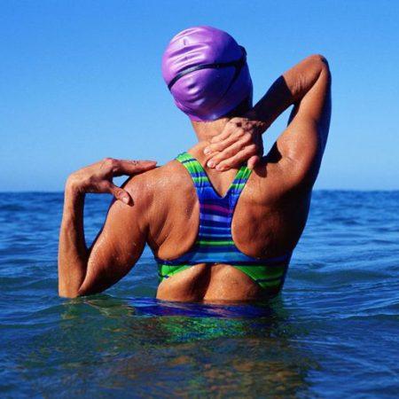 Bạn có biết bơi lội có thể chữa bệnh xương khớp không?