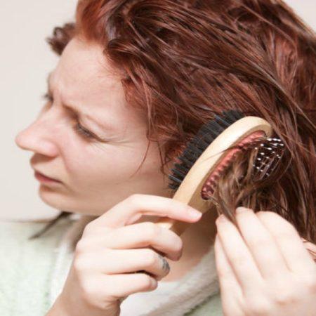 Làm thế nào để khử bỏ hóa chất Clo (Chlorine) khỏi tóc sau khi bơi?