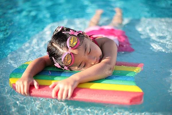 bơi lội trong nguồn nước thiên nhiên