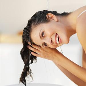 Chăm sóc tóc sau khi bơi đúng cách cho tóc luôn khỏe, đẹp