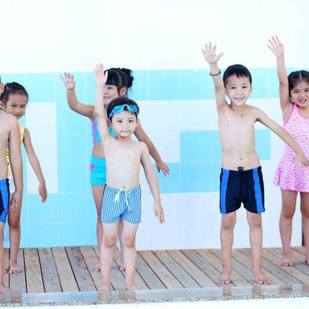 Những điều cha mẹ cần lưu ý khi cho con đi bơi
